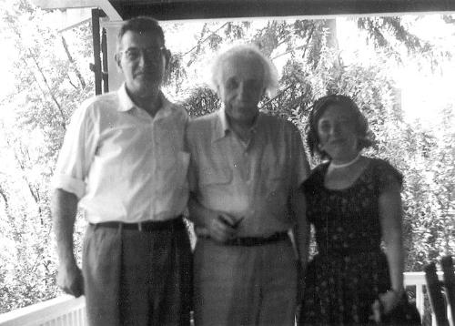 Einstein with William and Tillie Frauenglass in Princeton in 1953. (Photo by Richard Frauenglass.)